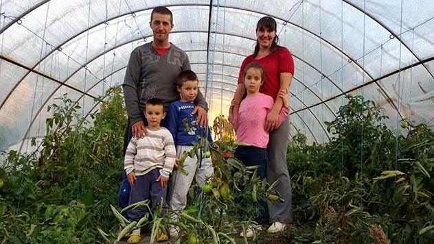 Selo mladih poljoprivrednika: Svi beze iz sela a oni su ostali i uspeli da lepo zive