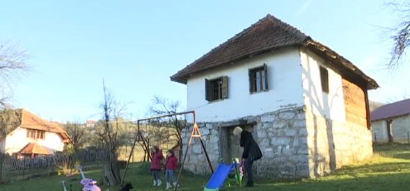Из Београда се преселили у Сирогојно: Напустили послове у престоници, продали стан и сад уживају у деци и сеоским пословима